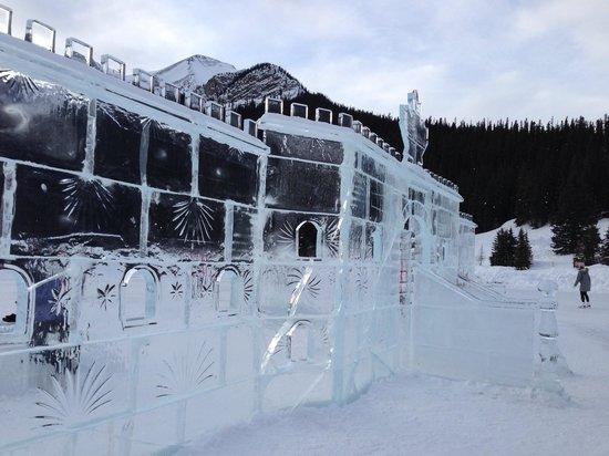 Lake Louise: Ice castle