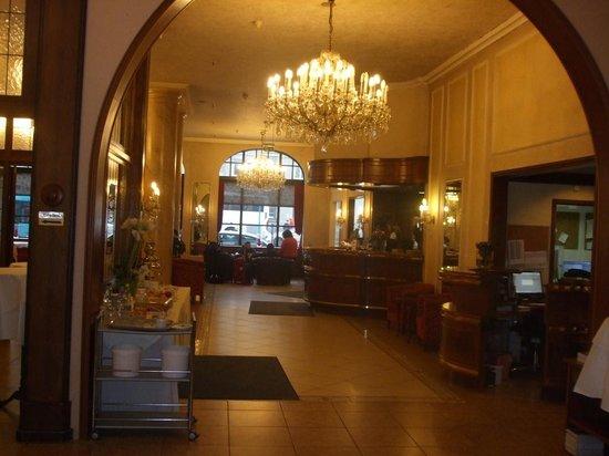 Hotel Monopol: Free coffee/tea afternoon bar