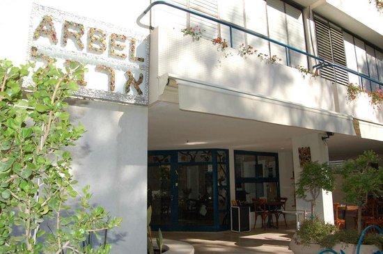 Arbel Suites Hotel: У входа