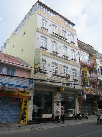 Hoan Hy Hotel: from street