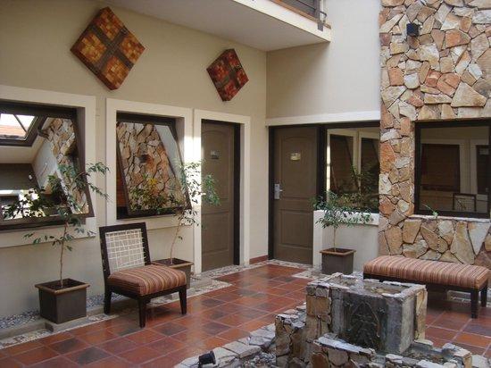 patios interiores desde la habitacion: fotografía de Hotel Patios de ...