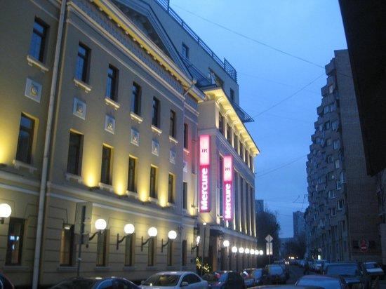 Mercure Arbat Moscow : hotel entrance is on a side street