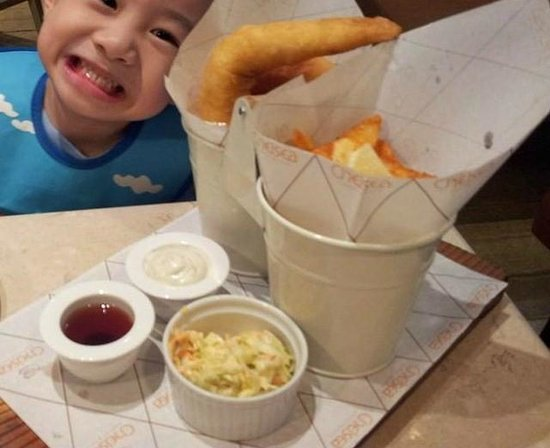 Chelsea Market and Cafe : beer battered fish and chips