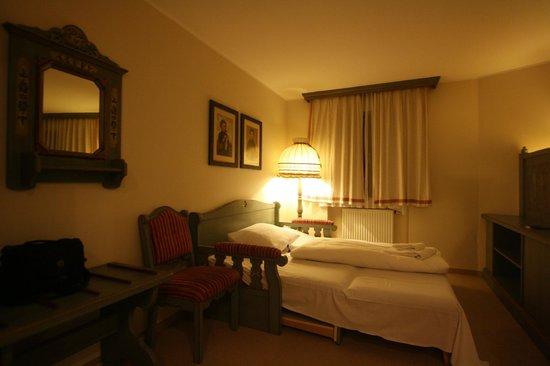 BEST WESTERN PLUS Hotel Erb: Зона где спал наш сын