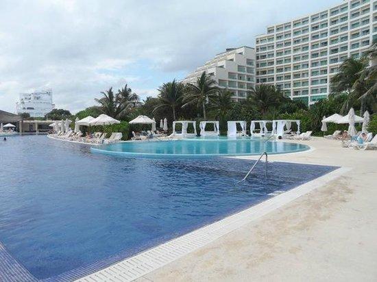 Live Aqua Beach Resort Cancun: Side pool off the main pool, more secluded