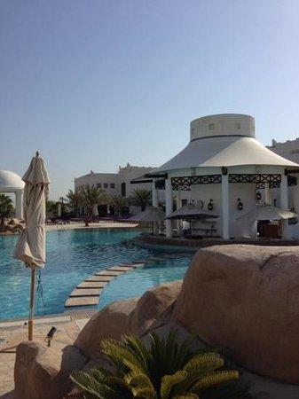 Sharq Village & Spa, a Ritz-Carlton Hotel : Poolbar