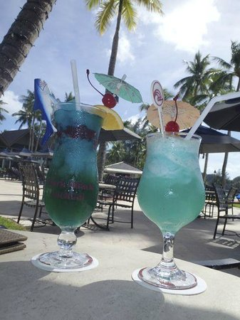 Palau Pacific Resort: Drinks by the pool