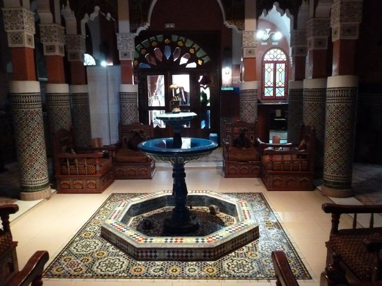 Moroccan House Hotel: Reception fountain