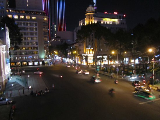 Hotel Continental Saigon : Night Time view
