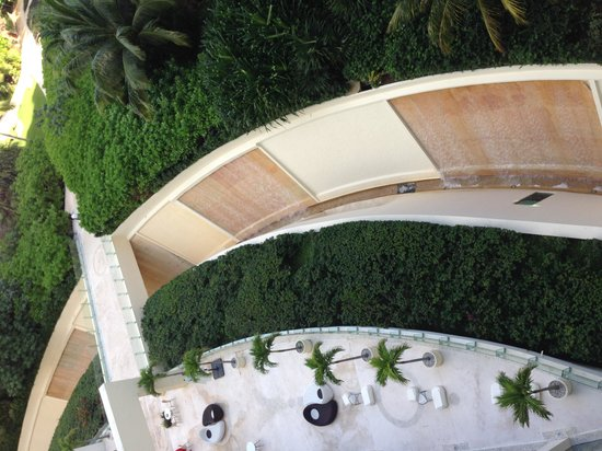 Live Aqua Beach Resort Cancun: View of grounds from our room