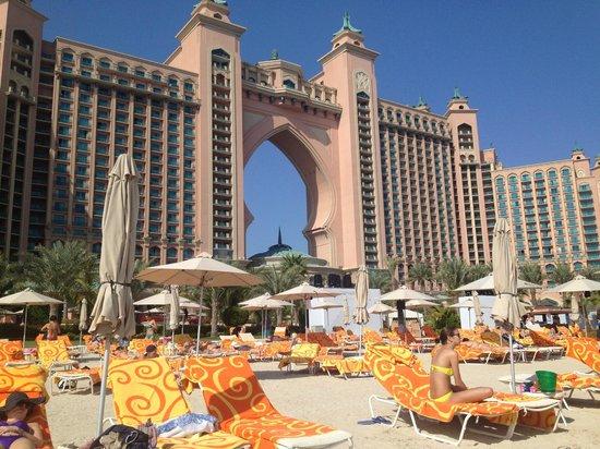 beach in front of hotel picture of atlantis the palm dubai tripadvisor. Black Bedroom Furniture Sets. Home Design Ideas