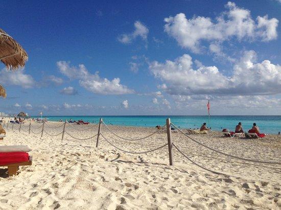 Grand Oasis Cancun : beach