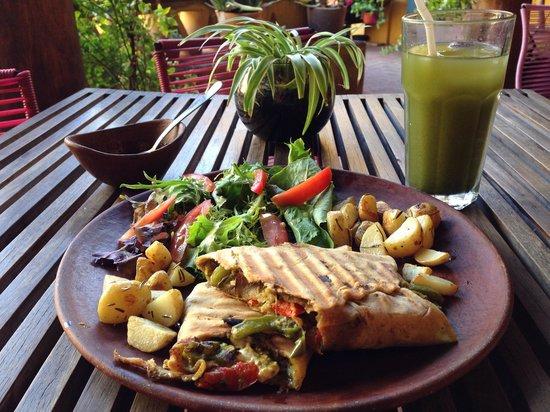 Cofetarika: Wrap con verduras, pesto y queso de cabra