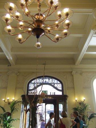 Grand Hotel et Des Palmes : Lobby chandelier