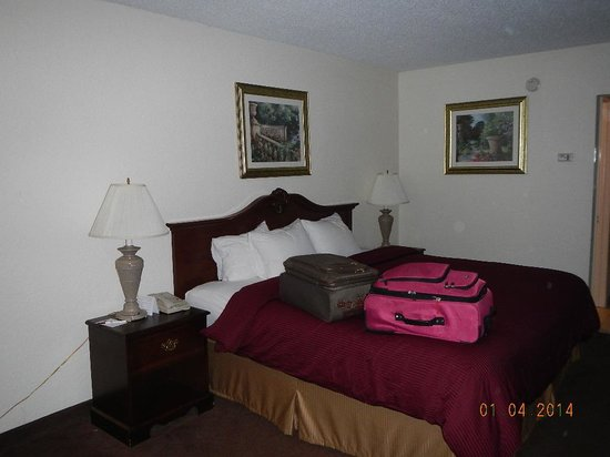 Clarion Inn & Suites: Sleep Number King Bed