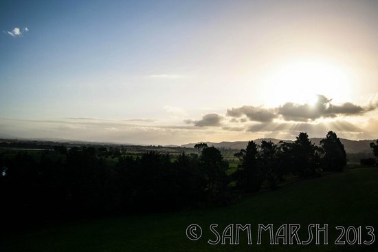Balgownie Estate Vineyard Resort & Spa: Sunset from the balcony