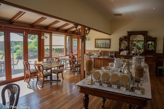 Forest Lodge Resort : Breakfast/Dining area