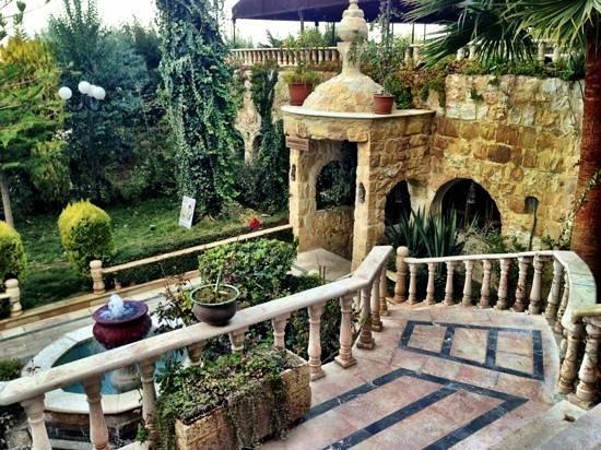 Amra Palace Hotel: Surrounding