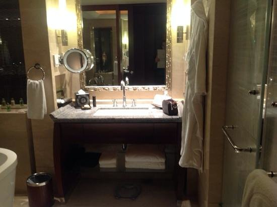 Regent Beijing: Premium room bathroom