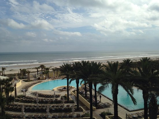 Omni Amelia Island Plantation Resort: View of pool and ocean from 4th floor left wing