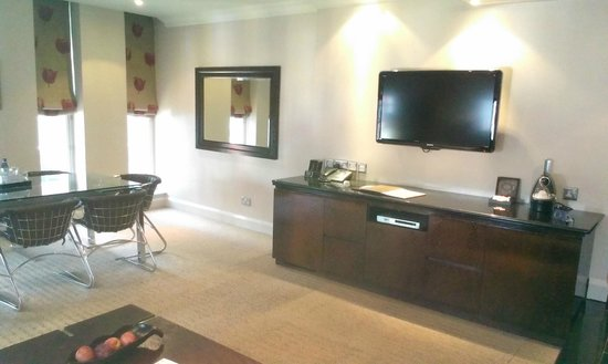 Radisson Blu Edwardian Grafton Hotel: TV, lecteur DVD
