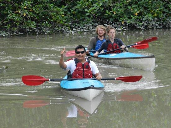 Churute Mangroves Ecological Reserve: Haciendo kayak con Turistas