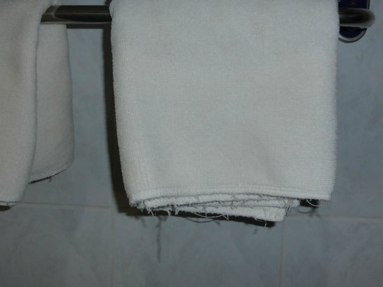 Vansana Vang Vieng Hotel: Old towel, but clean
