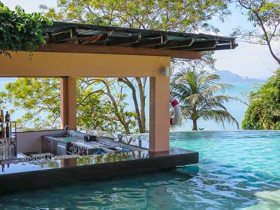 The Westin Siray Bay Resort & Spa Phuket: Bar at one of the pools
