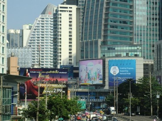 Admiral Suites Bangkok by Compass Hospitality: Sukhumvit Road