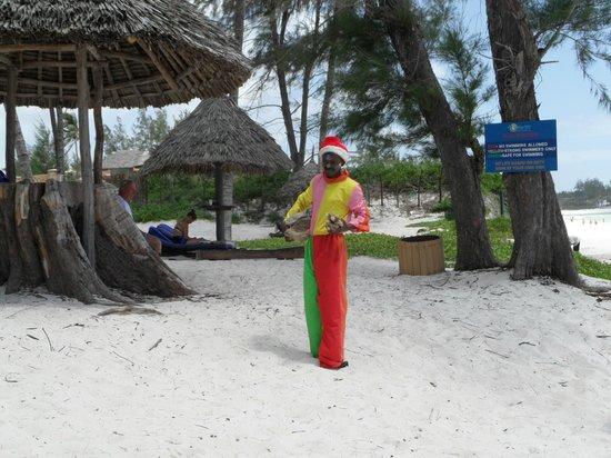 Turtle Bay Beach Club : kids clown