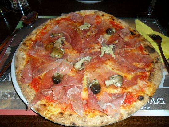 Ristorante Piazza: Pizza de jamón y champiñones silvestres