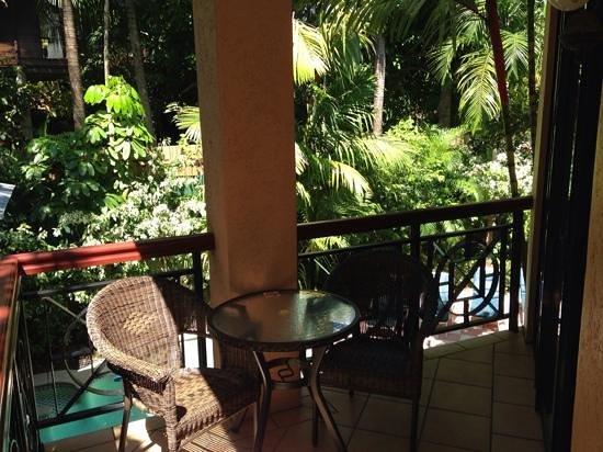 Martinique on Macrossan : corner room (13) overlooking pool