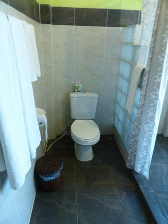 Ban Sabai Riverside Bungalow: Bathroom