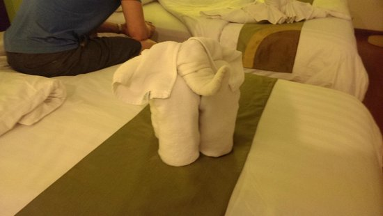 Bussaba Bangkok: First elephant towel art I've seen