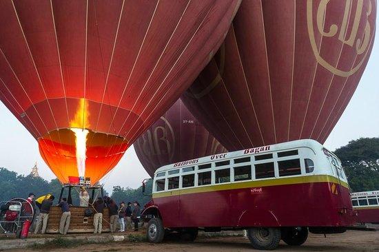 Thazin Garden Hotel: вот на таких шарах мы летали над Баганом