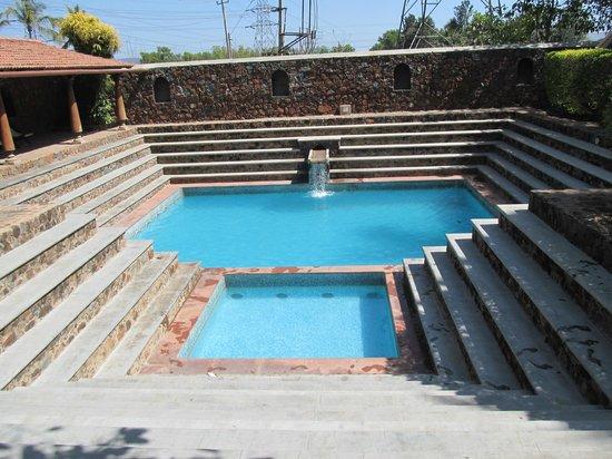 Angana Country Inn: The pool