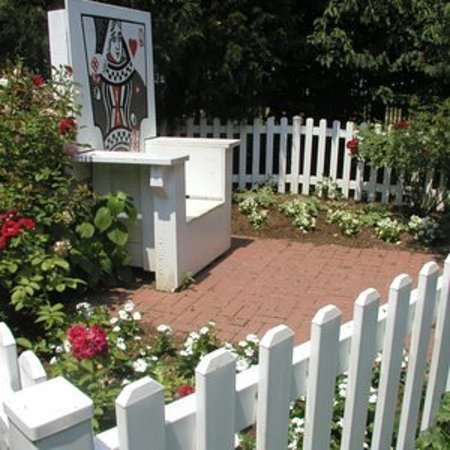 Alice In Wonderland Garden The Red Queens Throne Picture of