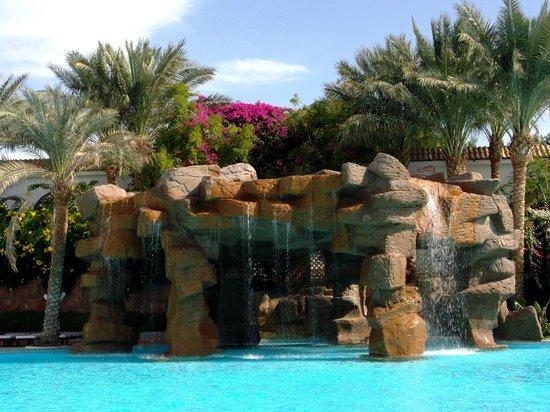 Baron Palms Resort Sharm El Sheikh : waterfall and pool area