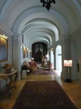 The Xara Palace Relais & Chateaux : The entrace hall