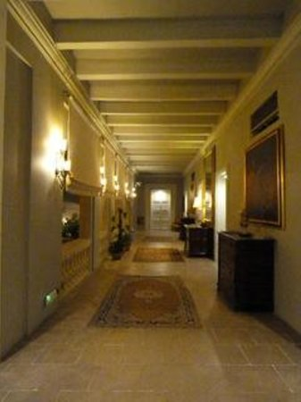 The Xara Palace Relais & Chateaux : The second floor corridor