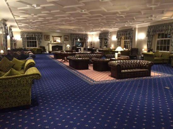 Whittlebury Hall : lounge , plenty of room and lots of comfortable seats