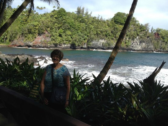 Hawaii Tropical Botanical Garden : one of the two bays