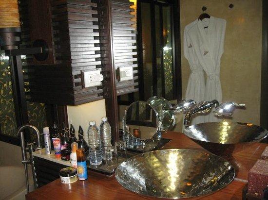 Marina Phuket Resort : ванная комната