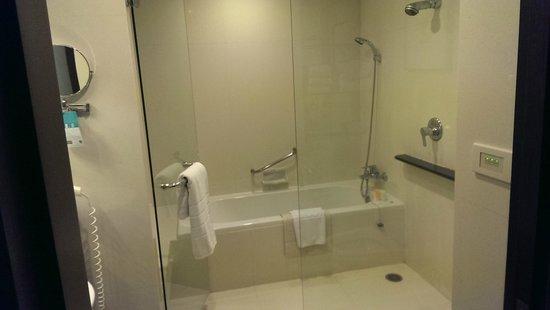 Grand Sukhumvit Hotel Bangkok: bathroom
