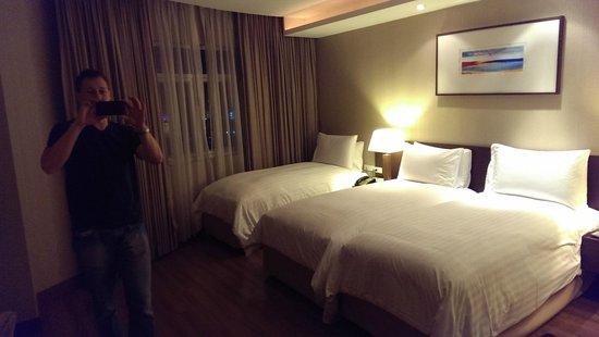 Grand Sukhumvit Hotel Bangkok: 3 bed wuite