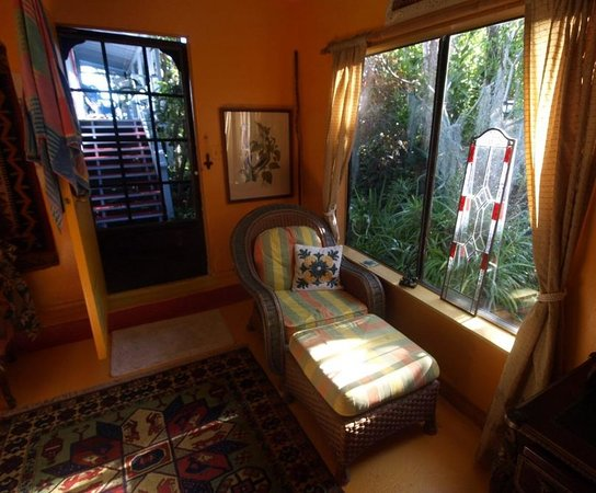 Ma'ukele Lodge: Inside our spacious room (just one corner of it, of course)