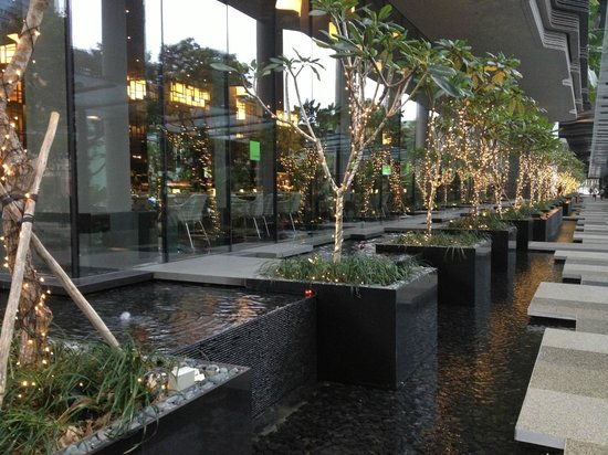 PARKROYAL on Pickering : Hotel grounds