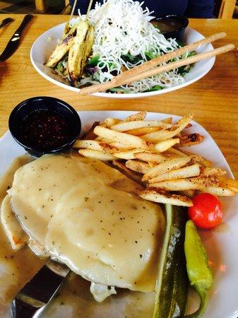Brooks' Bar & Deck at Edgewood Tahoe: Salad and sandwich!
