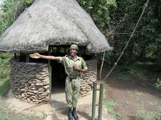 Kingi Safaris - Private Day Tours: govenors guard  david