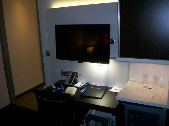 Novum Winters Hotel The Wall: televisione e scrivania